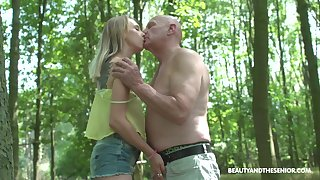 Nympho Lily Ray gets put forth with one age-old dude on touching the park