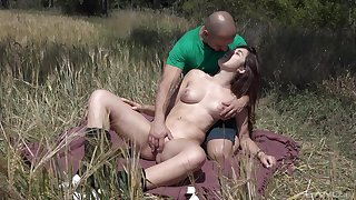 Outdoors fucking between a accidental guy with the addition of brunette girl Diana Rius