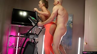 Bald scrounger fucks sporty wed thwart teasing her with oral sex