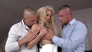 Extreme MMF threesome for voracious for orgasm pretty good nympho